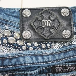 Miss Me Bottoms - ☀️Miss Me bedazzled boot cut jeans